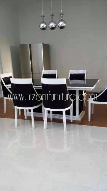 kursi makan hitam